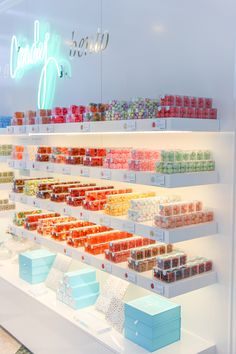 NYC Guide: Sugarfina Candy Store Design, Candy Store Display, Chocolate Sweets, Chocolate Shop, Flower Shop Decor, Candy Room, Balloon Shop, Pharmacy Design, Cool Ideas