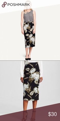 Floral Midi Skirt NWOT Stunning floral midi pencil skirt. This floral skirt can be dressed up or down and will create a fashion statement. It is a must have show-stopping piece. Who What Wear  Skirts Midi