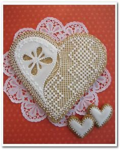 Corazón - delicate piped lace heart cookies