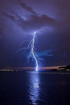 Camera gear Lightning storms thor, Lightning storms night, t… - Top-Trends Ride The Lightning, Thunder And Lightning, Lightning Strikes, Lightning Storms, Purple Lightning, Lightning Photography, Nature Photography, Photography Tips, Portrait Photography