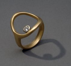 a guiding star ring in 18K gold with diamond