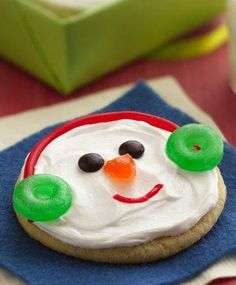 Jolly Snowman Faces Ingredients 1 pouch Betty Crocker® sugar cookie mix cup butter or margarine, softened 1 egg 1 container oz) Betty Crocker® Whipped fluffy white frosting Red string licorice Assorted candies Christmas Treats To Make, Christmas Goodies, Christmas Desserts, Simple Christmas, Holiday Treats, Holiday Recipes, Holiday Fun, Holiday Cookies, Winter Treats
