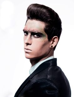 I do love a smokey eye on a man, but these fashion-forward make-up looks are more post-apocalyptic/future dystopian tribal war paint by way . Black Eye Makeup, Male Makeup, Makeup Art, Beauty Makeup, Runway Hair, Runway Makeup, Halloween Men, Halloween Makeup, Fashion Show Makeup