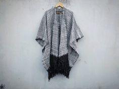 Poncho Jaspe   Milenaria Mexican Design, Boho, Kimono Top, Women, Fashion, White People, Gray, Jasper, Oaxaca