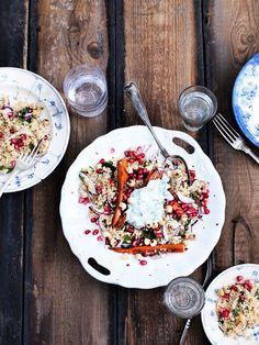 En smuk og mættende couscoussalat med små gulerødder og yoghurtdressing.