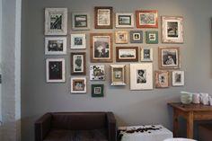 Ideen für die Wandgestaltung! Man spricht von der Petersburger Hängung, wenn Bilder dicht aneinandergereit werden. So wie es früher die Tradition war in Schlössern und repräsentativen Räumen. Tatsächlich geht die Bezeichnung zurück auf die üppig behängten Wände der Sankt Petersburger Eremitage. Auch heute findet man diese Hängung in rekonstruierten Schlössern. Beispiele für Gemäldegalerien findet man heute in Sanssouci in Potsdam, Schloss Moyland am Niederrhein oder Schloß Weißenstein in…