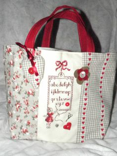 SAC Cabas LA Couture Broderie Point DE Croix | eBay Patchwork Bags, Quilted Bag, Diy Sac, Diy Bags Purses, Craft Bags, Fabric Bags, Love Sewing, Handmade Bags, Bag Making