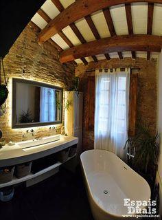 Baños de estilo Rústico por Espais Duals