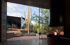 Desert Courtyard House by Wendell Burnette Architects #casalibrary #architecturelovers #livingroom #design #interiordesign #architecture #home #decor #pool #bathroom #garden #nature #archilovers #designtrends #landscape #instadesign #designlovers #Scottsdale #Arizona