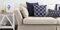 Hamptons Style: 7 Useful Tips How to Create the Relaxing Atmosphere on the Coast, фото № 28 Hamptons Living Room, Beach Living Room, Coastal Living Rooms, Hamptons House, Home Living Room, The Hamptons, Newport, Hamptons Style Decor, Blue And White Living Room