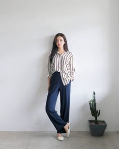 Korean Fashion Trends you can Steal – Designer Fashion Tips Korean Fashion Trends, Korean Street Fashion, Korea Fashion, Asian Fashion, Girl Fashion, Fashion Looks, Fashion Styles, Ulzzang Fashion, Hijab Fashion