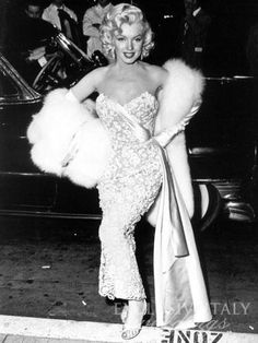 """Definition of true """" Hollywood Glamour"""". The one and Only: Marilyn Monroe 💋 Glamour Hollywoodien, Robes Glamour, Old Hollywood Glamour, Hollywood Stars, Classic Hollywood, Estilo Marilyn Monroe, Marilyn Monroe Photos, Marylin Monroe, Divas"""