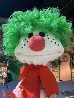 Custom Puppets, Puppets For Kids, Green Wig, Sock Puppets, Black Felt, Elmo, Christmas Ornaments, Holiday Decor