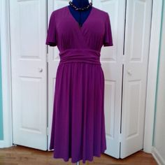 SUSAN GRAVER PLUM DRESS EXCELLENT CONDITION Beautiful plum colored dress in a super comfortable knit, pullover style ruched at side waistline gives feminine detail to this flirty dress. Great for travel, easy to pack. 92% Polyester 8% Spandex Machine wash Tumble dry Susan Graver Dresses