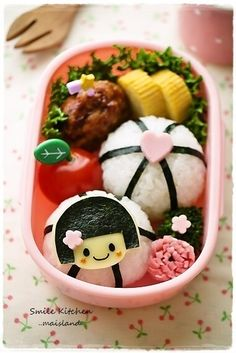 Kokeshi Doll Bento! I don't know where to pin this (in the dolls board or food board). Oh, well. Pinning here. XD