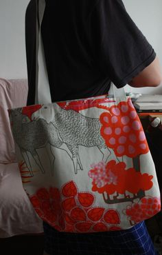 reversible bag, done with this pattern http://somethingturquoise.com/2014/05/02/diy-honeymoon-beach-bag/