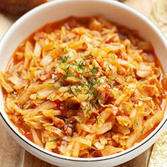 Młoda kapusta z boczkiem i pomidorami Macaroni And Cheese, Chili, Cooking, Ethnic Recipes, Food, Kitchen, Mac And Cheese, Chile, Chilis