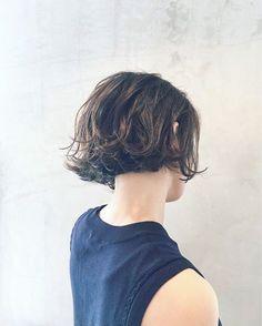 Pin on hairstyle Pin on hairstyle Sporty Hairstyles, Short Bob Hairstyles, Cool Hairstyles, Short Curly Hair, Short Hair Cuts, Curly Bob, Grunge Haircut, Shot Hair Styles, Pelo Bob