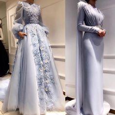 G r nt n n olas i eri i bir veya daha fazla ki i ayakta duran insanlar ve d n Modest Fashion, Hijab Fashion, Fashion Dresses, Evening Dresses, Prom Dresses, Formal Dresses, Wedding Dresses, Modest Wedding, Dress Prom