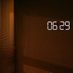 Black & White clock | Minimalissimo