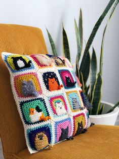 Crochet a Kitty-Cat Granny Square Pillow … So Many Cats … All The Cats! - Crochet a Kitty-Cat Granny Square Pillow … So Many Cats … All The Cats! Chat Crochet, Mode Crochet, Crochet Motifs, Easy Crochet Patterns, Crochet Designs, Point Granny Au Crochet, Granny Square Afghan, Crochet Squares Afghan, Granny Square Patterns