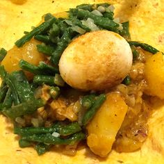 Surinamese Roti (Rezept) - EetPraat - Famous Last Words Spicy Recipes, Asian Recipes, Vegetarian Recipes, Cooking Recipes, Healthy Recipes, I Love Food, Good Food, Yummy Food, Suriname Food