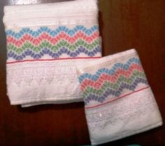 Jogo de Toalha Bordada em Vagonite | Bordados e Linhas | Elo7 Bargello Needlepoint, Huck Towels, Swedish Embroidery, Small Blankets, Swedish Weaving, Cross Stitch Kitchen, Patches, Crochet, Inspiration