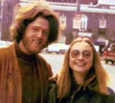 Hillary clinton and Bill clinton as young sweethearts