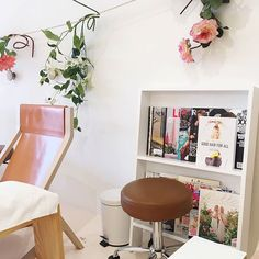Our favorite part of #ManiMonday is spotting The Drybar Guide to Good Hair for All at @oliveandjune! #goodhairforall