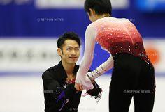 (L to R) Daisuke Takahashi (JPN), Yuzuru Hanyu (JPN), .December 22, 2012 - Figure Skating : .Japan Figure Skating Championships, Medal Ceremony .at Makomanai Ice Arena, Hokkaido, Japan. .(Photo by Daiju Kitamura/AFLO SPORT) [1045]