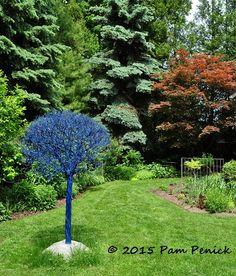 Wildlife garden with an artful touch: Toronto Garden Bloggers Fling | Digging