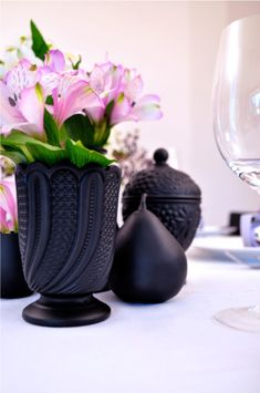 Thrift store finds+Spray Paint = love #diy #diyvases #vases #diydecor #prettyvases #vasecrafts #paintedvases #decorativevases