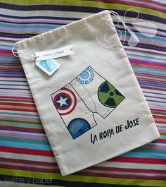Bolsa personalizada pintada o bordada por SalitreyPapel en Etsy Quilting Projects, Sewing Projects, Shoe Bags For Travel, Free Motion Embroidery, Cheap Bags, Applique Patterns, Free Sewing, Bag Accessories, Purses And Bags