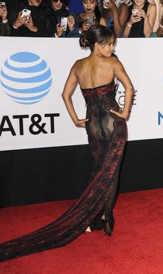 Halle Berry Pixie, Halle Berry Sexy, Halle Berry Style, Helle Berry, Pretty Redhead, Famous Women, Transparent, Hollywood Actresses, Gorgeous Women
