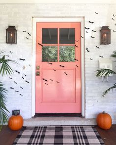 via We love chic Halloween decor, but we also love practical pieces that can be used all year round. Therefore, we have rounded up some of our festive Halloween Halloween Festival, Holiday Festival, Holidays Halloween, Halloween Crafts, Happy Halloween, Halloween Decorations, Christmas Holidays, Shabby Chic Halloween Decor, Haunted Halloween