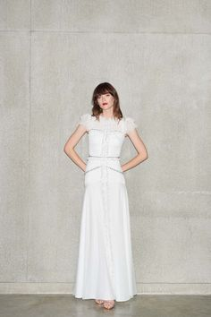 Jenny Packham Resort 2020 Fashion Show Collection: See the complete Jenny Packham Resort 2020 collection. Look 22 Jenny Packham, Wedding Dress Styles, Dream Wedding Dresses, Dress Outfits, Fashion Dresses, Edgy Dress, Perfect Bride, Embellished Gown, Mannequins