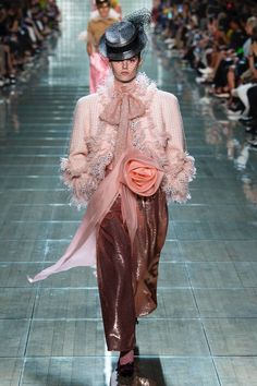 c3db58ccc30 Marc Jacobs Spring 2019 Ready-to-Wear Fashion Show Collection  See the  complete