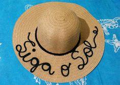 8300edd4de25d Veja uma seleção de ideias de customização de chapéu de palha. Chapéu  customizado com frase · Chapéu De Praia PersonalizadoChapéus ...