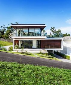 This gorgeous modern house is a visual treat Modern Architecture House, Modern House Design, Architecture Design, Modern Exterior, Exterior Design, Building Design, Building A House, Modern Tropical House, Villa Design