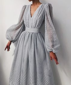 Elegant Dresses, Pretty Dresses, Vintage Dresses, Beautiful Dresses, Glamouröse Outfits, Classy Outfits, Spring Outfits, Maxi Dress With Sleeves, Dress Up