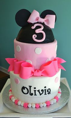 Minnie Mouse Cake by Simply Sweet Creations (www.simplysweetonline.com)