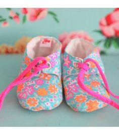 chaussons-bebe-molletonnes-fleur-d-oranger-azur