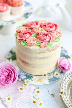 This pink ombre cake with vanilla buttercream is perfect for birthdays and celebrations. Read my tips about how to create the perfect ombre layer cake. Cake Roses, Rose Cake, Beautiful Cakes, Amazing Cakes, Mini Cakes, Cupcake Cakes, Pink Ombre Cake, Mothers Day Cake, Dessert Decoration