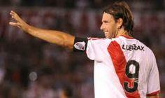 Fernando Ezequiel Cavenaghi (General O'Brien, Buenos Aires, Argentina, 21 de septiembre de 1983) es un futbolista argentino. Juega de delantero y su actual club es River Plate de la Primera División de Argentina.