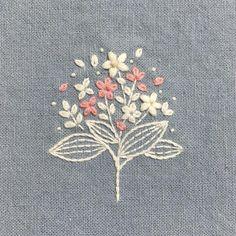 """680 lượt thích, 20 bình luận - 꽃보다 자수 (@a.sunghee) trên Instagram: """"2색으로 수놓기✌ - #실물을왜담지못하니아이폰아 #실물깡패 - #꽃보다자수 #손자수 #자수 #꽃자수 #handmade #embroidery #needlework…"""""""