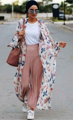 Floral kimono-Modest Summer Fashion Trends You Nee. Hijab Fashion Summer, Modern Hijab Fashion, Hijab Fashion Inspiration, Summer Fashion Trends, Muslim Fashion, Kimono Fashion, Modest Fashion, Fashion Outfits, Kimono Outfit