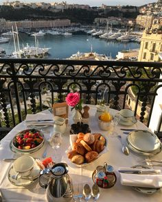 Nadire Atas on Hotel Resorts From Around The World Momento Cafe, Aesthetic Food, Luxury Life, Luxury Living, Travel Goals, Dream Vacations, Life Is Good, Travel Inspiration, Places To Go