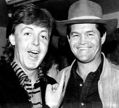Paul McCartney (The Beatles) and Micky Dolenz (The Monkees) Music Icon, My Music, Mickey Dolenz, Michael Nesmith, Paul And Linda Mccartney, Sir Paul, Davy Jones, The Monkees, The Fab Four