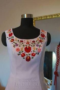 "Hungarian Embroidery Stitch Képtalálat a következőre: ""kalocsai hímzés ruha"" - Embroidery On Kurtis, Kurti Embroidery Design, Mexican Embroidery, Hungarian Embroidery, Embroidery Suits, Embroidery Fashion, Embroidery Applique, Embroidery Patterns, Freehand Machine Embroidery"