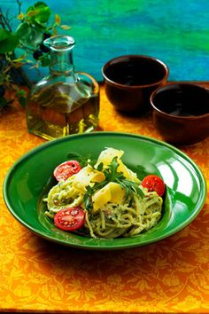 Spaghetti with pesto and rucola Pesto, Spaghetti, Yummy Food, Chicken, Delicious Food, Noodle, Cubs